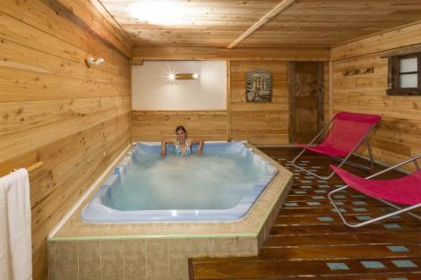 Chalet d'en Hô's Hot Tub