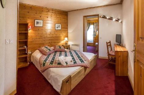 Triple room Les Acles at the Chalet d'en Hô in Névache